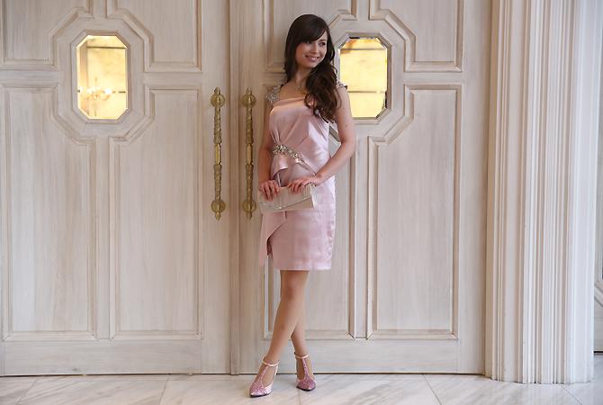 ピンクラインストーンミニドレス